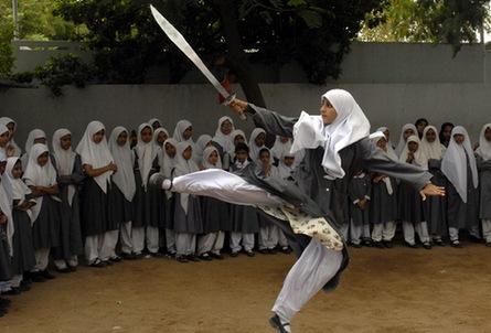 Kämpfendes Mädchen